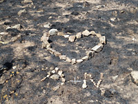 Rocks laid out to form a heart and the text A+N